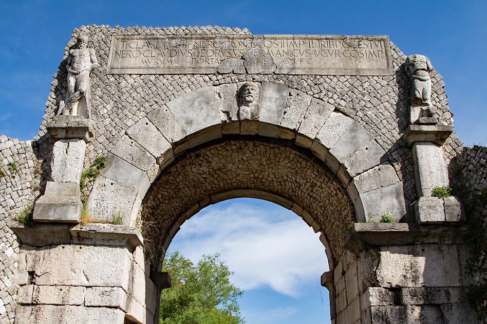Porta Boiano Saepinum Molise