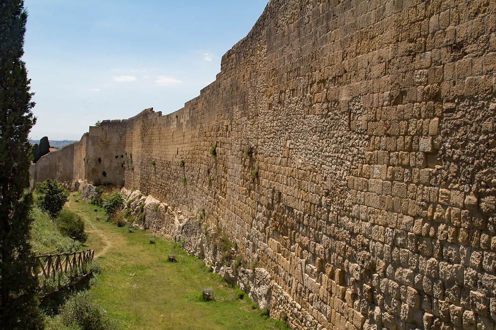 Walls Tarquinia Lazio