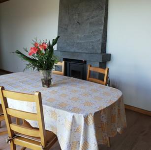 Esstisch mit Kamin