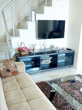 READY TO MOVE IN 2-LEVEL SEA VIEW APARTMENT IN ALANYA CENTER (2+1 FOR SALE)
