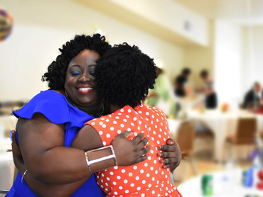 Girl hugs DSC_9902.jpg