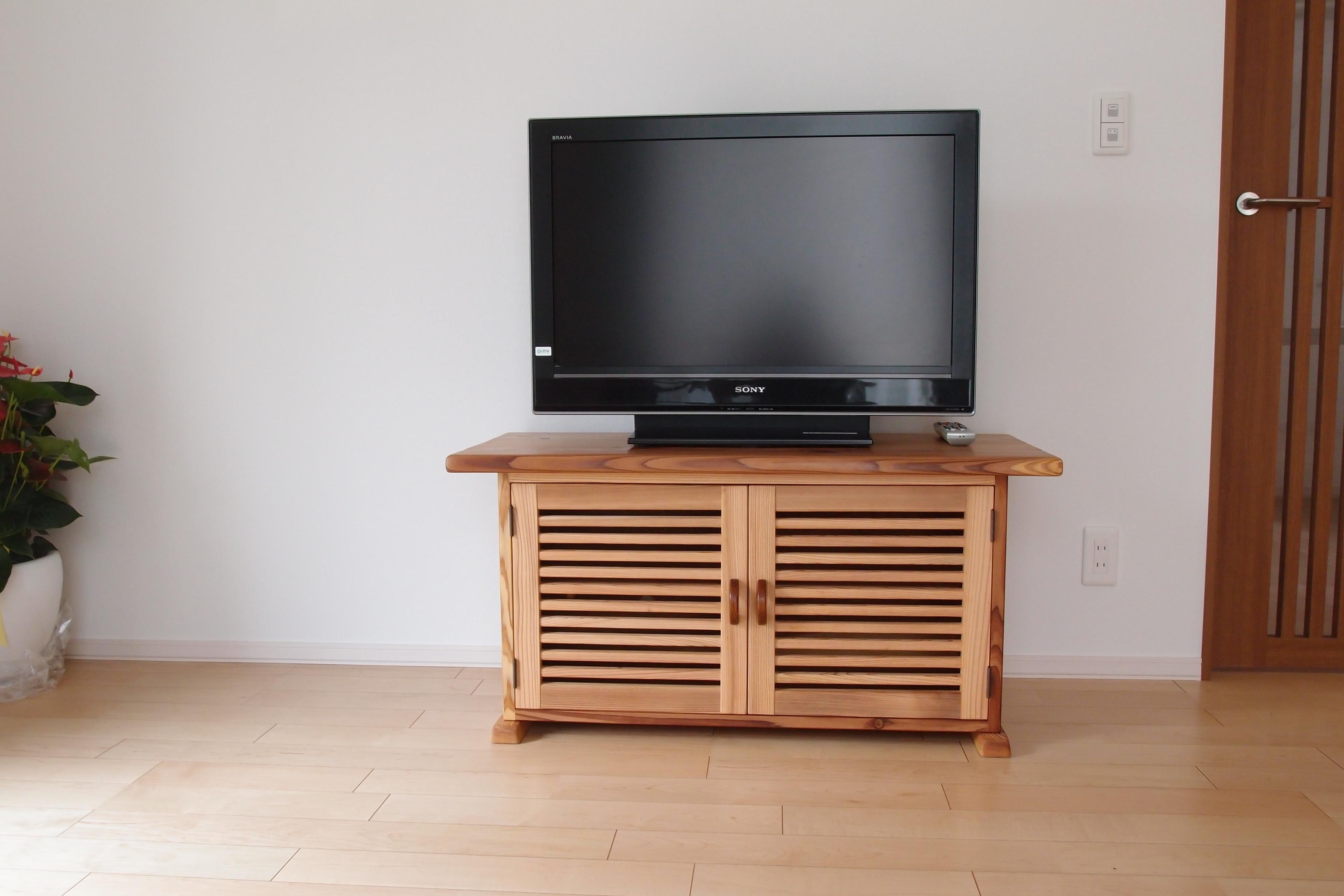 1308吉野様 欅一枚板テーブル(U)&秋田杉テレビボード(W) (1)