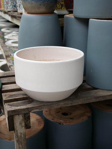 Round White Outdoor Pot (2 Sizes)