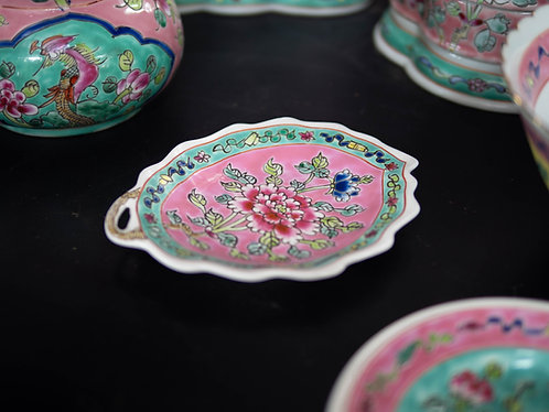 Peranakan Scalloped Peony Plate with Handle (4 Colours)