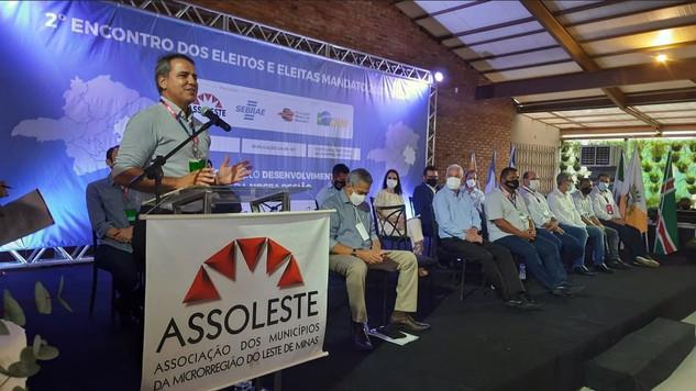 Presidente da AMM, Julvan Lacerda participou em Gov. Valadares do Encontro de prefeitos da ASSOLESTE