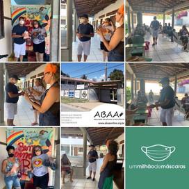 Registro da entrega de máscaras para os assistidos pela *ABAA - Ass. Beneficente Arraial D'Ajuda