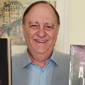 Lamento!!! Morreu o jornalista Augusto Cheloti. Foi de covid. Trabalhei com ele na Globo e TV ALMG.
