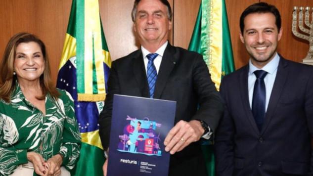 PRESIDENTE DA REPÚBLICA E MINISTRO DO TURISMO RECEBEM CONVITES PARA O FESTURIS: 4 a 7 de Novembro.