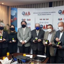 Autoridades recebem presencialmente Comenda Nacional Alysson Paolinelli na OAB Minas.