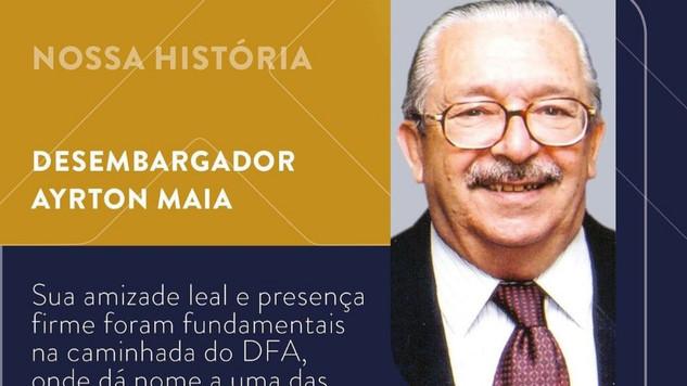 Memorial 30 anos DFA do adv. Décio Freire homenageia o desembargador Airton Maia. Muito merecido.