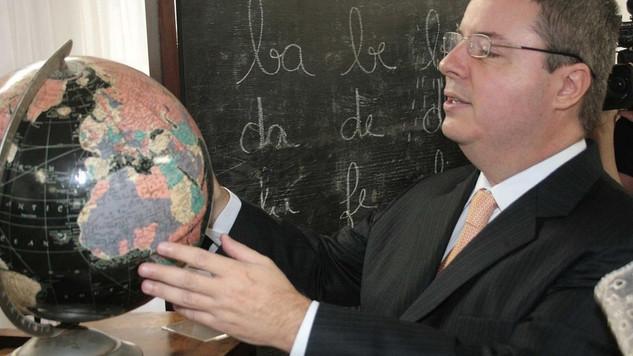 Significativa a reflexão do professor/senador Anastasia sobre o Dia dos Professores...