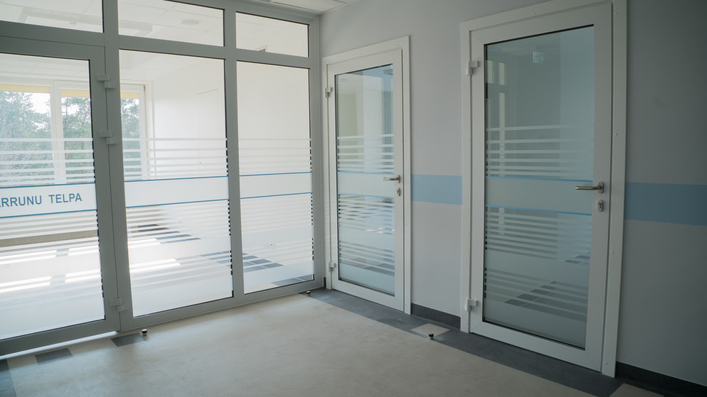 Stiklojuma aplīmēšana ar smilšu strūklas līmplēci - Vidzemes slimnīcas administrācijas telpas