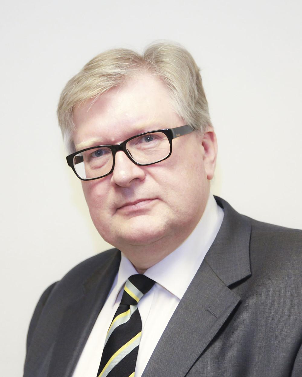 Dr Jeremy Hodge