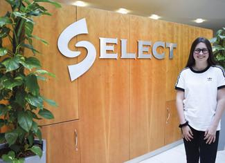 Teen Hannah gets to work at SELECT