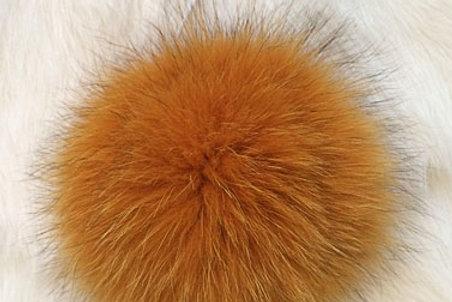 Помпон песец оранжевый 13см