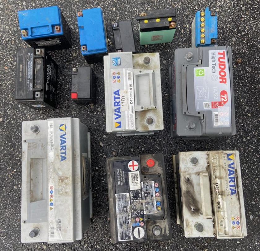 Vi köper bilbatterier!