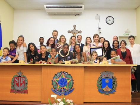 Oficina das Meninas recebe Diploma de Honra ao Mérito na Câmara Municipal