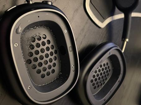 Usuários de AirPods Max relatam problemas de condensação de água dentro dos fones