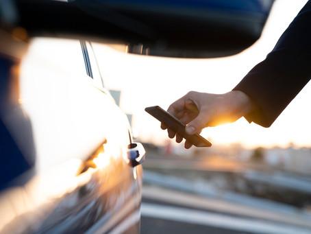 Já pensou em destrancar e dirigir seu carro com seu iPhone, com o Apple Watch ou à distância?