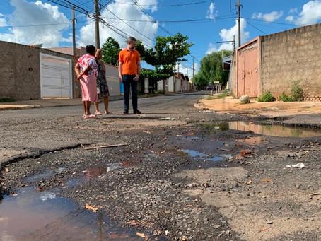 Asfalto precário e buracos geram insatisfação em Altos de Pinheiros