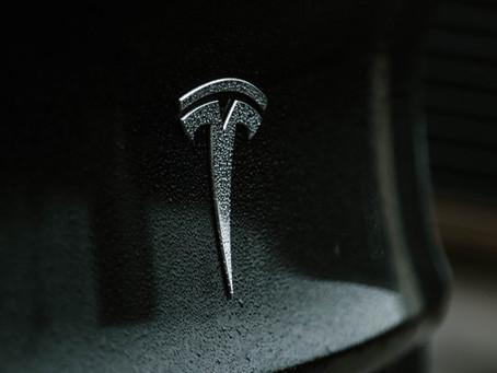 Elon Musk afirma que contatou Tim Cook sobre a compra da Tesla, mas foi recusado