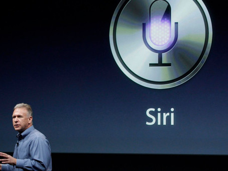 Siri completa 10 anos, mas se tornou inferior a outras assistentes em uma década de vida