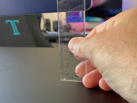 Alguns modelos de iMacs M1 estão tortos quase 0,5 cm em relação às suas bases