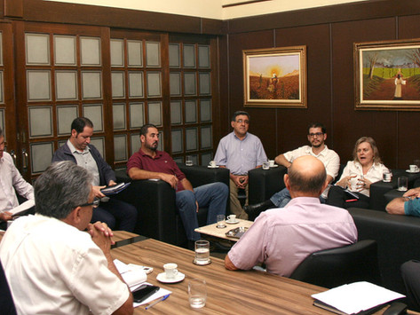 Executivo explica a vereadores projeto de transporte por aplicativo