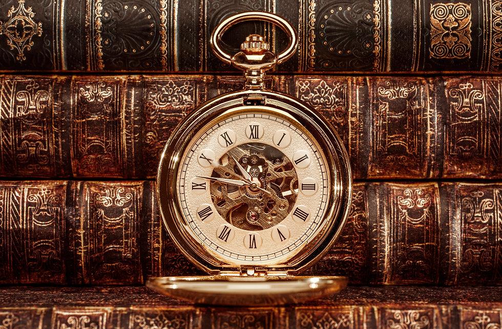 close-up-on-vintage-clock-BS2A3YJ.jpg