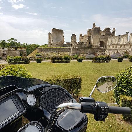 France Moto Road Trip - Châteaux de la Loire - Circuit Vignobles et Châteaux à moto - francemotoroadtrip.com