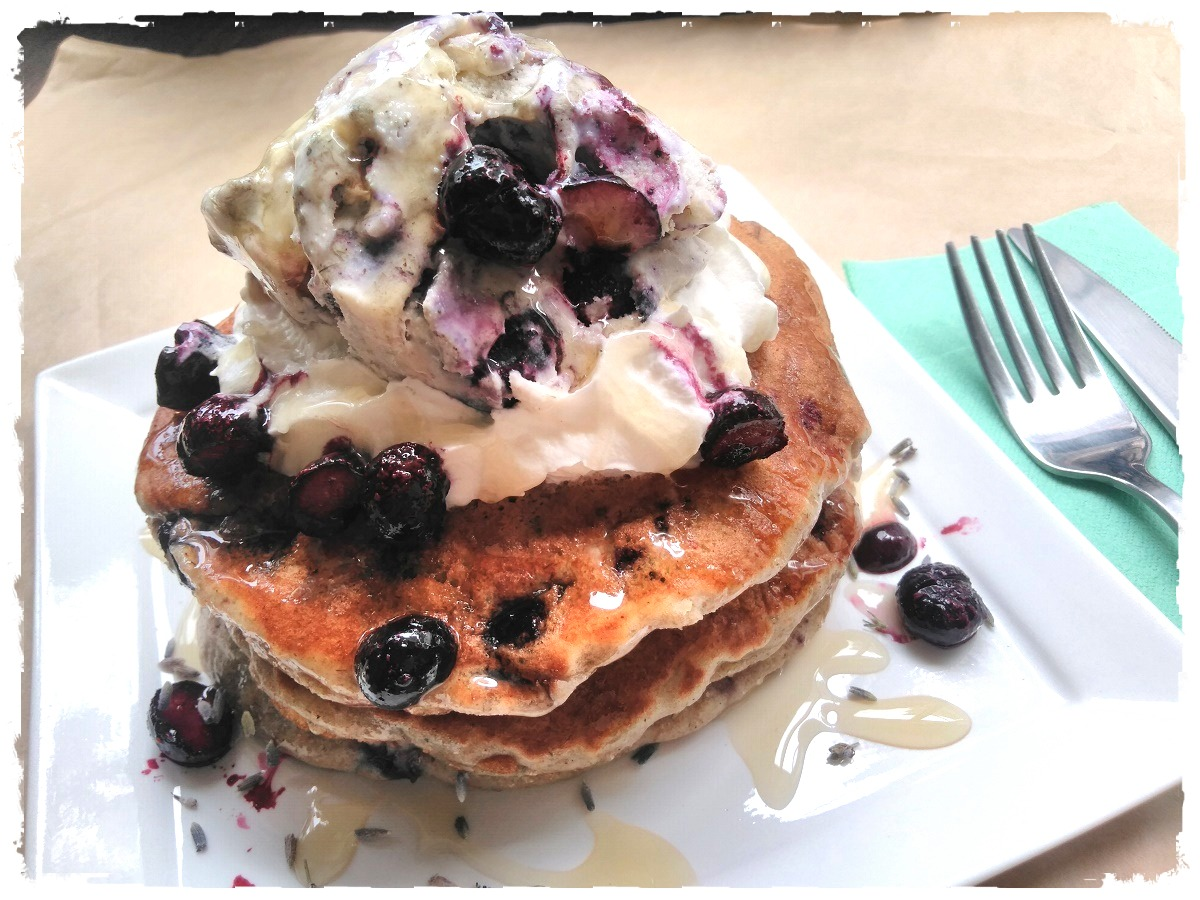 ラベンダー&ブルーベリーパンケーキ