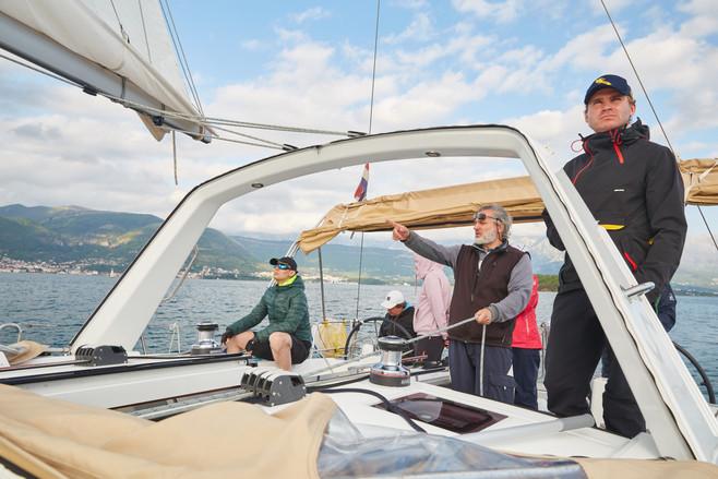 Школя яхтинга в Черногории