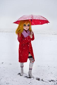 Simmons_09_YellowHair_Red_Coat_Umbrella_