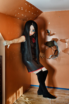 500_Brunette_Black_Dress_Orange_Room.jpg
