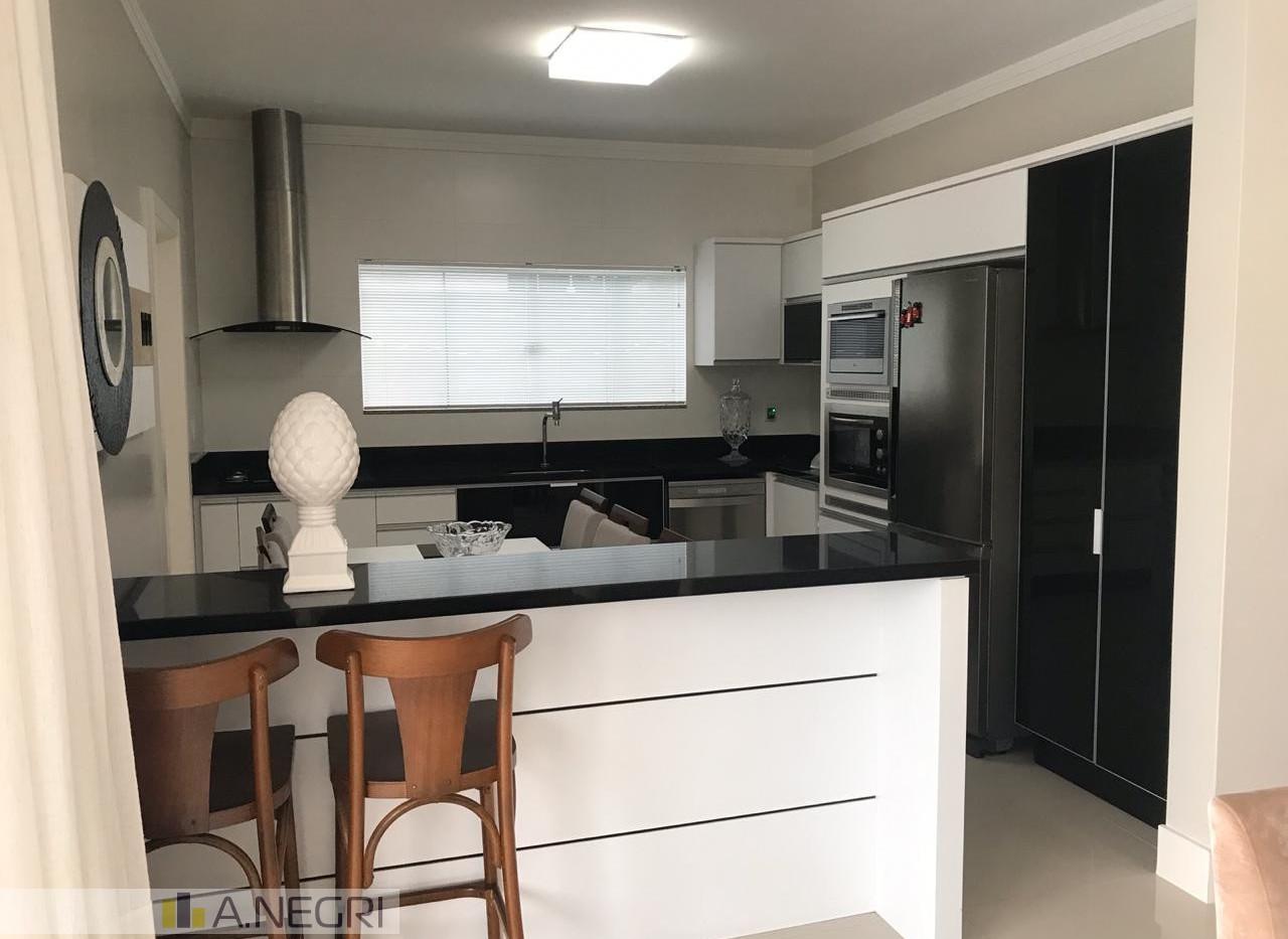 Cozinha com móveis planejados, integrada á sala!