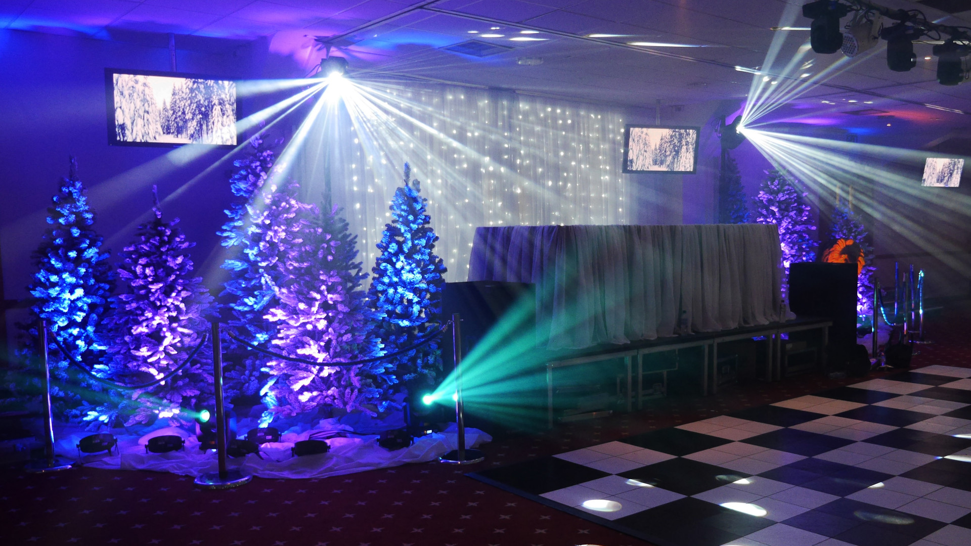 Lingfield Christmas Theming
