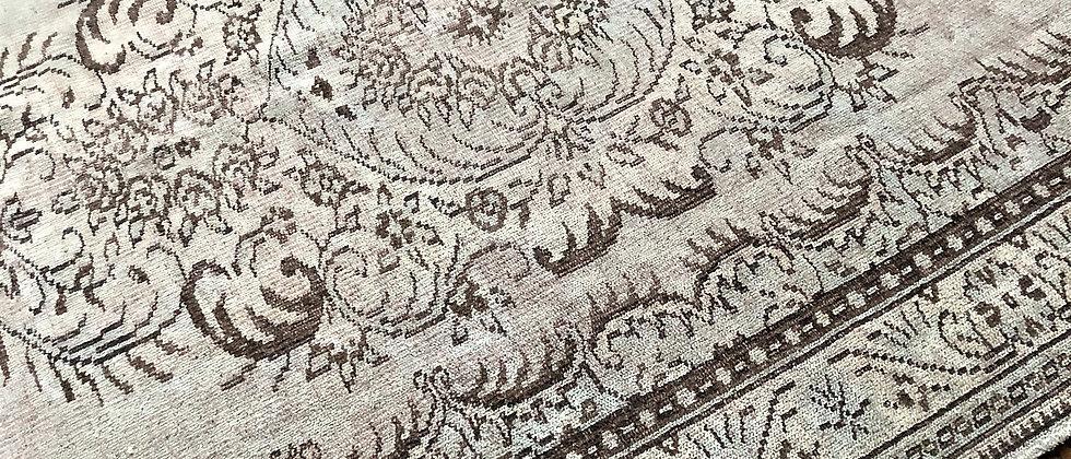 """vintage rug (9'8"""" x 6'4"""")"""