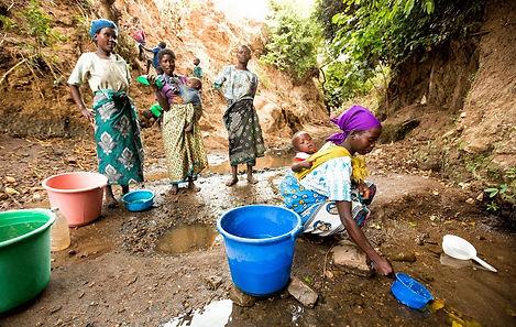 Programma Acqua è Vita. Donne cercano acqua.