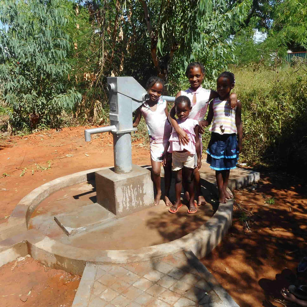 Mani Unite. Acqua è Vita. Emergenza siccità Mozambico.