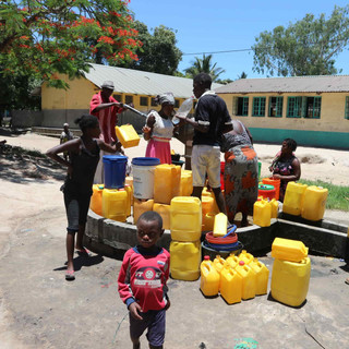 Acqua è Vita. Pozzi Mozambico.