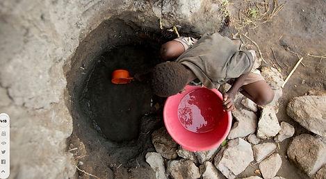 Programma Acqua è Vita. Bambino cerca acqua.