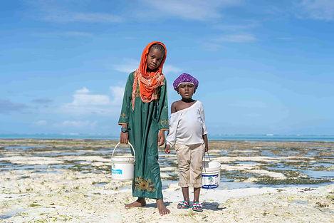 Mani Unite Acqua e bambini .jpg
