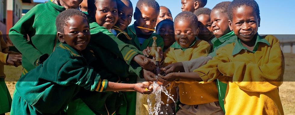 Mani Unite Mozambico. Pozzi acqua Africa