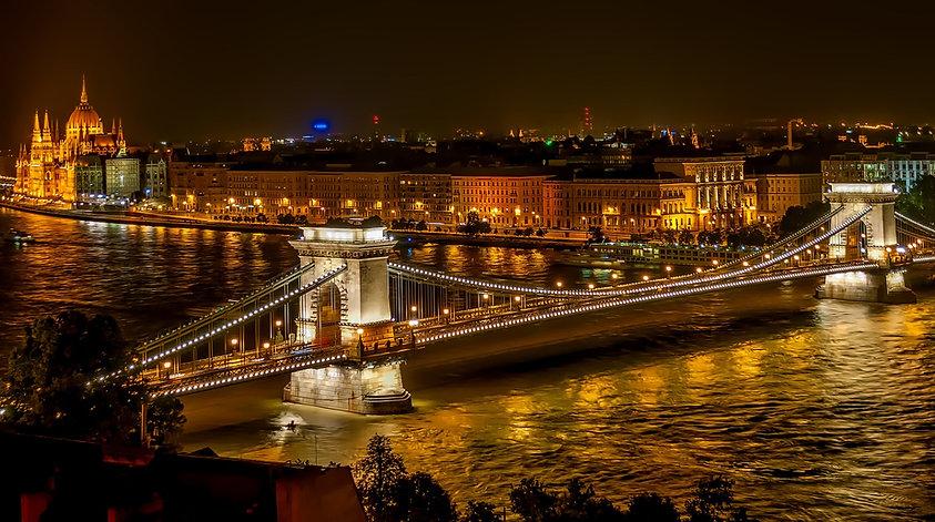 szechenyi-chain-bridge-1758196_1920.jpg