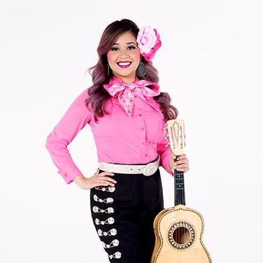 Vihuela/Vocals Victoria Valero