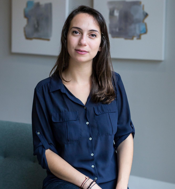 Portrait Morgane Montreal 2018 sofa