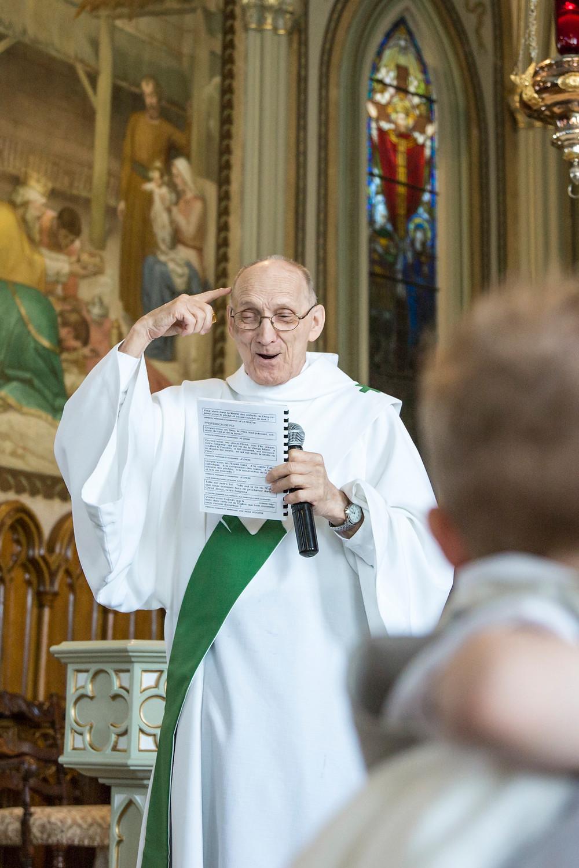 Photo prêtre baptême Rive-Sud de Montréal Marie Deschene
