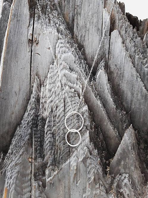 IIDEM Spíral hálsmen silfur með tveimur hringjum