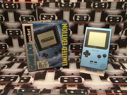 www.nintendo-collection.com - Gameboy GB Pocket Ice Blue Bleu Surf Blue en boite in box US American
