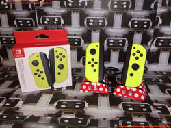www.nintendo-collection.com - Nintendo Switch Joy-Con Pair Manette Neon Yellow Fluo - 01